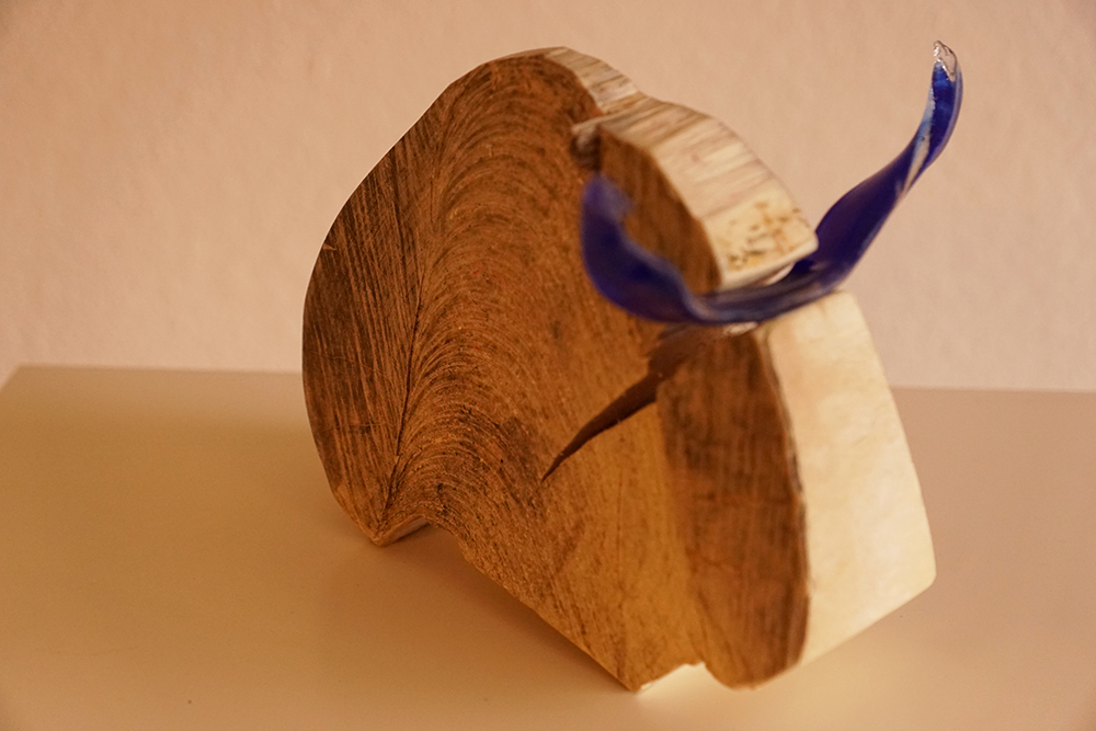 Holzbüffel mit Glashörnern